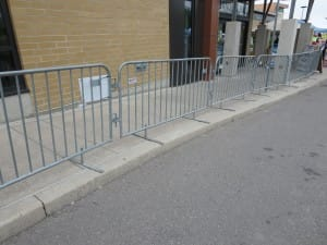 Crowd control barricades